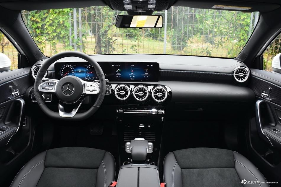 2021款奔驰A200L运动轿车时尚型