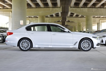 2020款宝马5系混动里程升级版530Le豪华套装