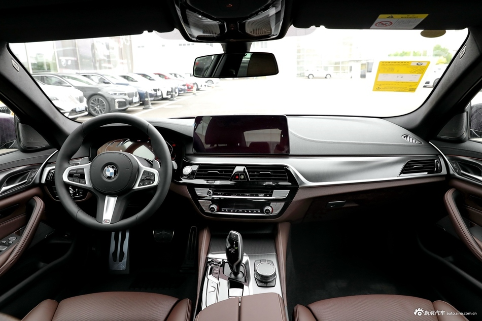 2021款宝马5系3.0T自动540i风尚版 M运动套装